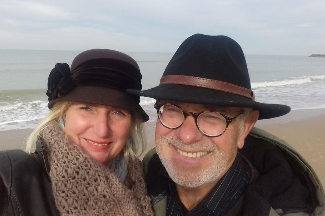 Henk en Gabrielle, eigenaren van de Kapiteinshut